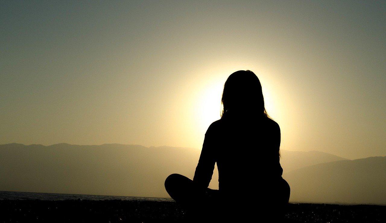 Jak zniwelować skutki stresu? Spróbuj medytacji – kurs medytacji