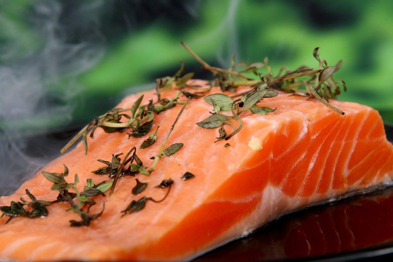 Łosoś – czy warto włączyć go do swojej diety?